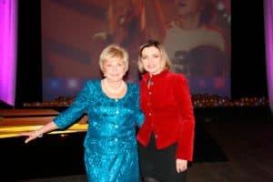 Любаша с Ангелиной Вовк на фестивале Песенка года Ангелины Вовк в г.Колпино Санкт-Петербург